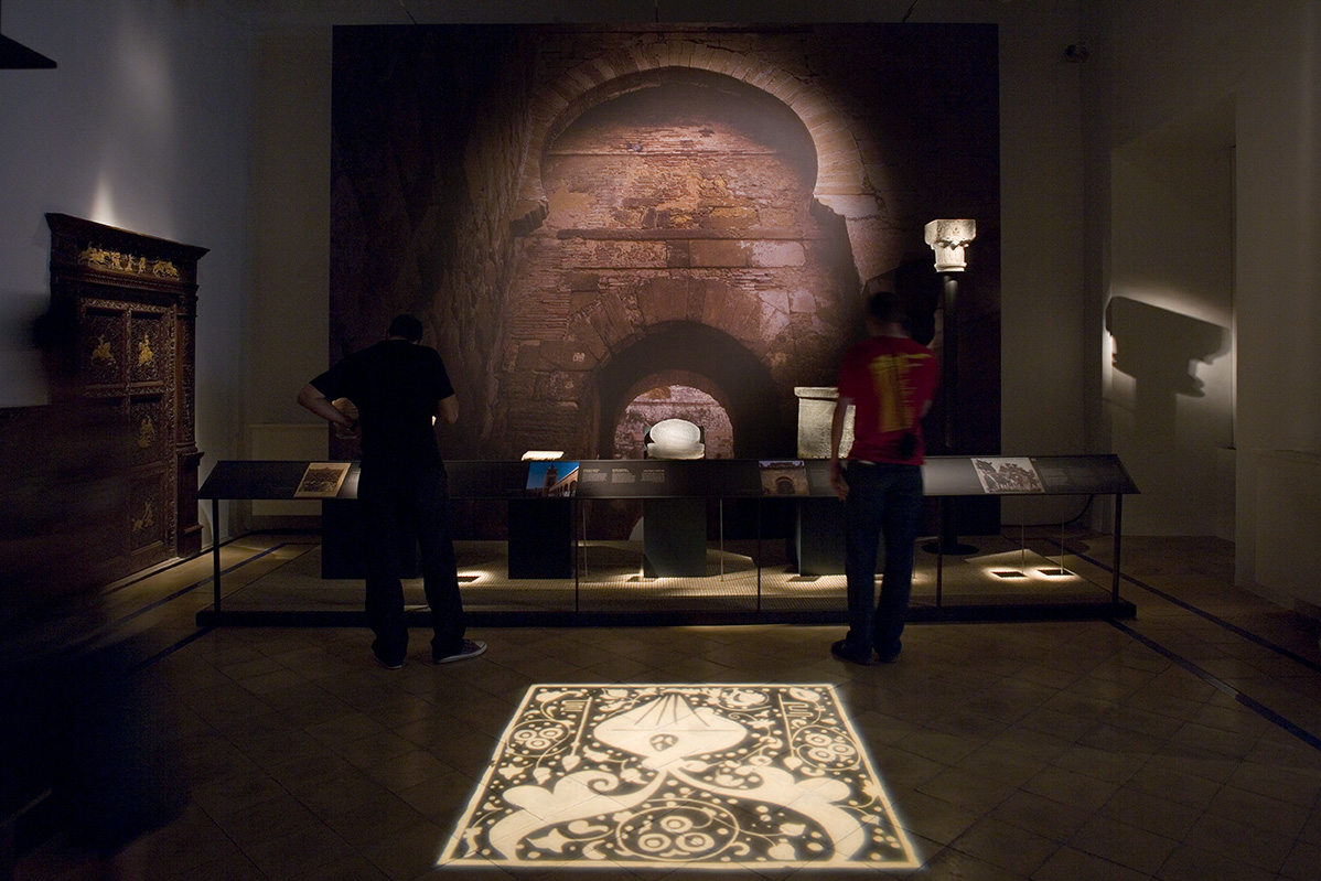 """Exhibition """"Ibn Khaldun Peak and decline of the Empires"""". Seville, New York and Tunis."""